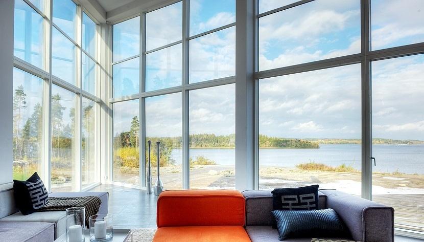 Store vinduer lukker masser af lys ind, men kan man blive brun og i værste fald solskoldet gennem et vindue?